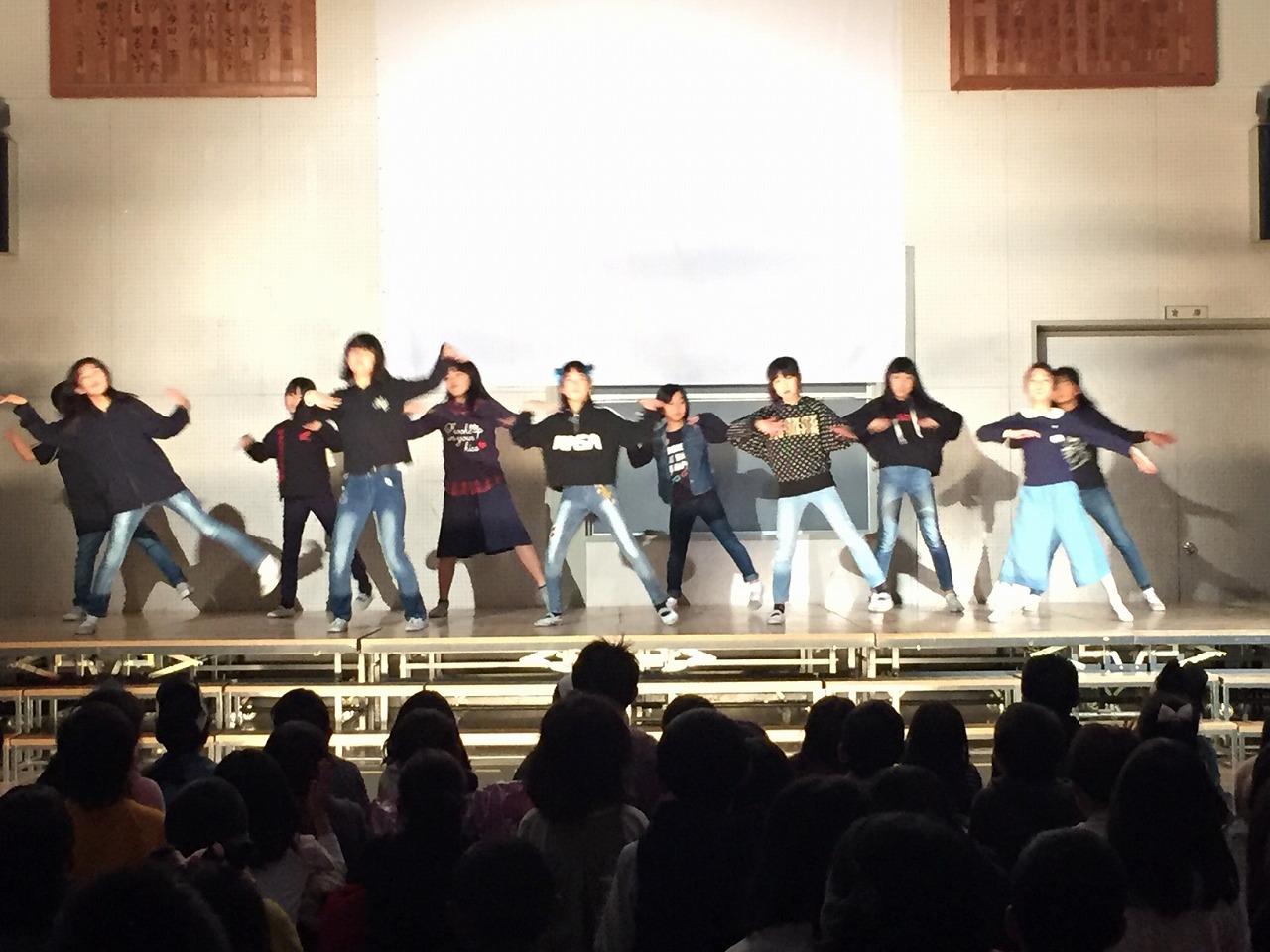 ダンスクラブのダンス