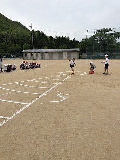 ソフトボール投げの様子